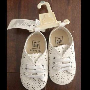 White baby gap shoes 12-18M NWT